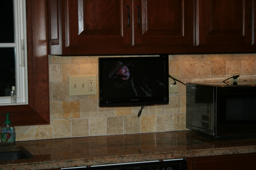 anyone have a swivel wall mount tv in the kitchen